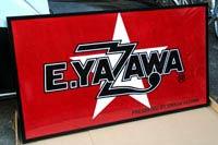 E.YAZAWAのロゴ入りタオル