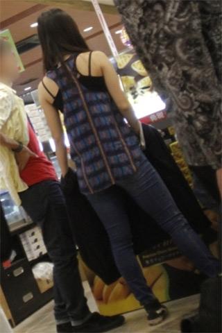 佳子さま 両肩&背筋露出のタンクトップ姿