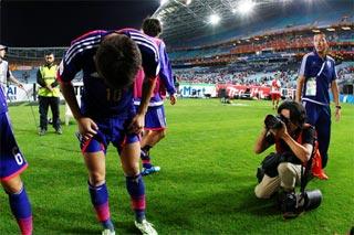 ドイツで報じられた日本敗退「シンジ、顔を上げて」