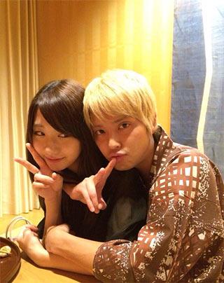 AKB48柏木由紀とNEWS手越祐也のツーショット写真 箱根の旅館