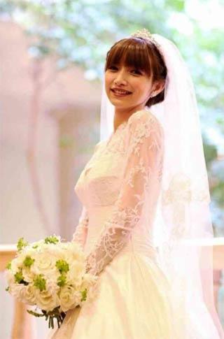 後藤真希、純白ドレスで挙式