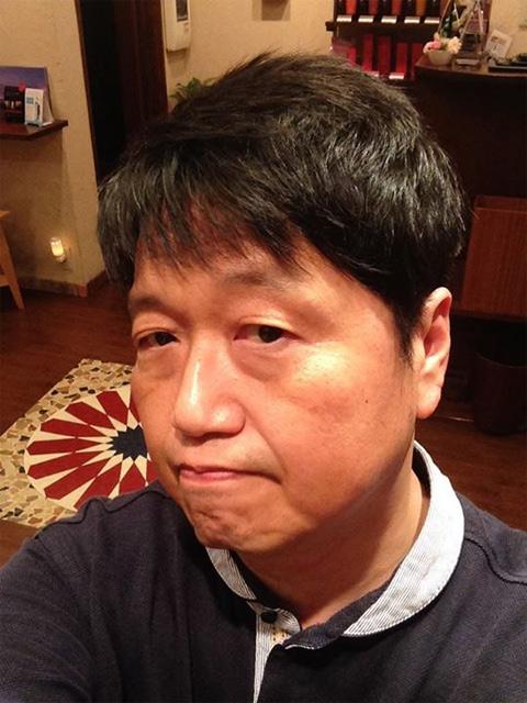 髪を切ったらアゴが発掘と報告する岡田氏[Facebook]